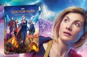Jodie Whittaker con il cofanetto Blu-ray di Doctor Who 11