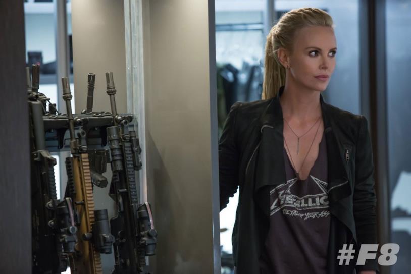 Una scena con Charlize Theron nel film Fast & Furious 8