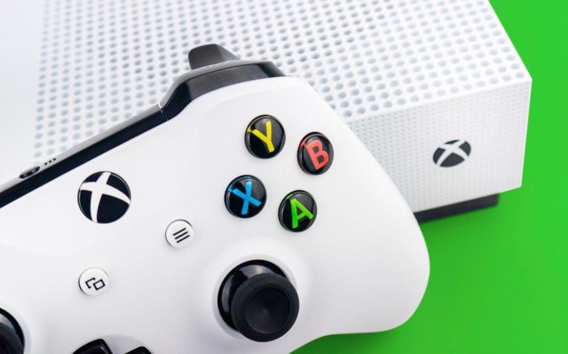 Un dettaglio di Xbox One S in un'immagine promozionale
