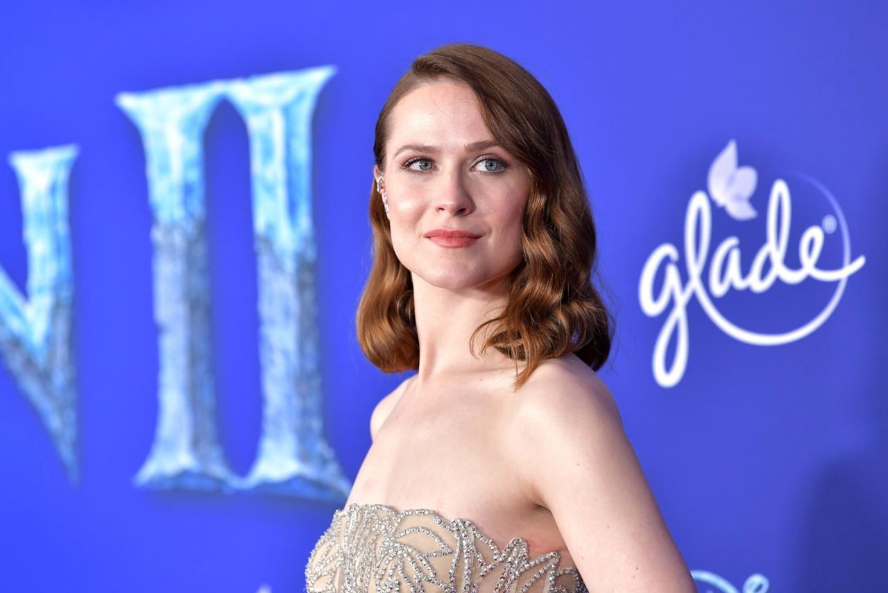 Durante la prima mondiale di Frozen 2, Evan Rachel Wood ha posato per i fotografi