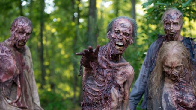 Gruppo di zombie dal set di The Walking Dead