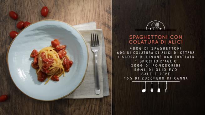 La ricetta degli spaghettoni con colatura di alici