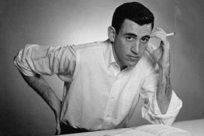 Un intenso scatto di Salinger con la sigaretta in mano