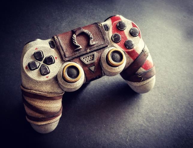 Il controller per PS4 dedicato a God of War