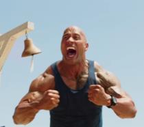 L'attore Dwayne Johnson nel film Baywatch