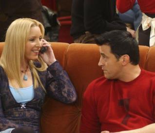 Phoebe e Joey in una scena di Friends