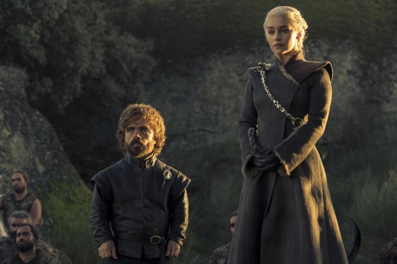 Peter Dinklage ed Emilia Clarke in una scena di Game of Thrones 7