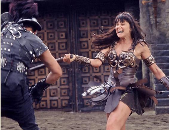 Xena combatte nell'arena dei gladiatori
