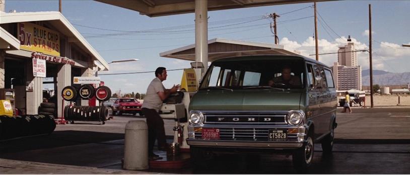 Una scena del film con il 1971 Ford Econoline