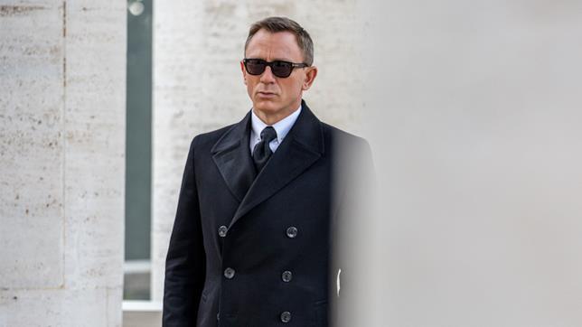 Un primo piano di Daniel Craig nei panni di James Bond