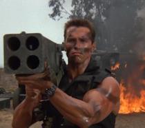 Schwarzenegger in una scena di Predator