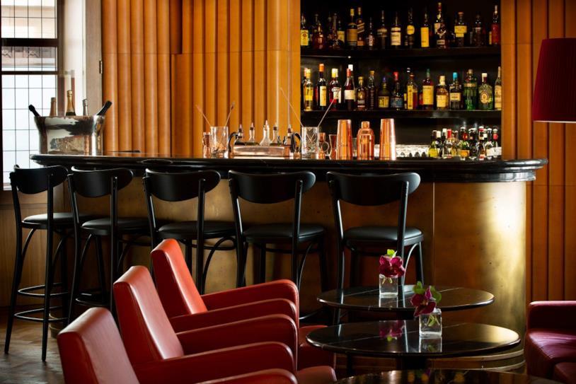 Primo piano di una parte degli interni del bar Ziggy's a Londra