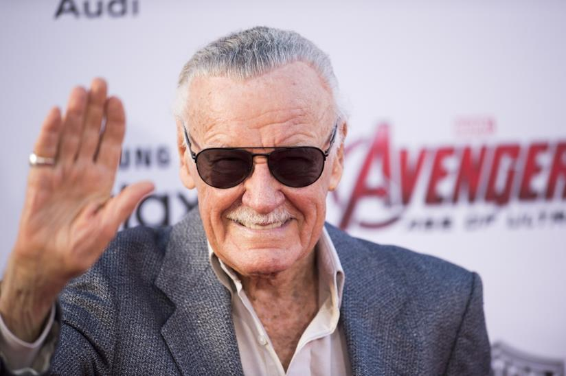 Stan Lee saluta i fan a una proiezione di Avengers: Age of Ultron