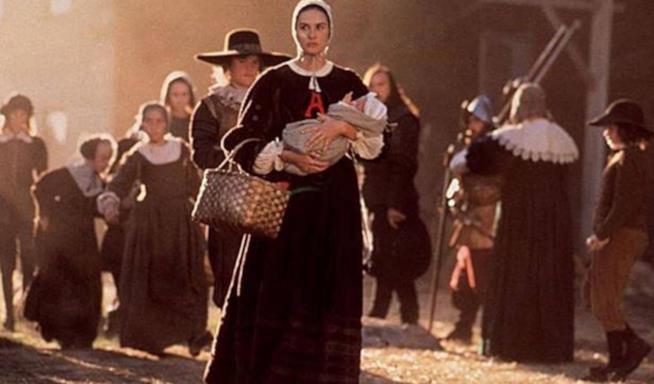 Demi Moore in una scena de La lettera scarlatta