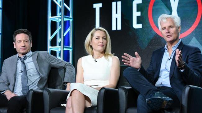Chris Carter con David Duchovny e Dana Scully