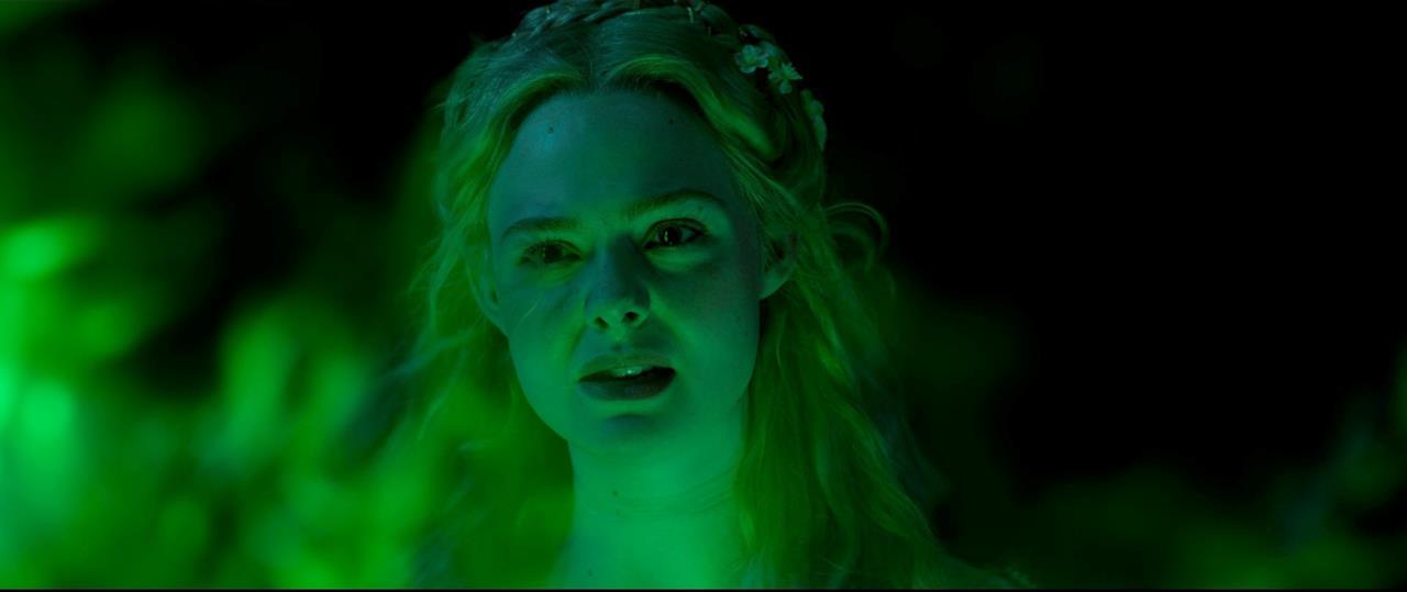Aurora contrariata dalle magie di Maleficent