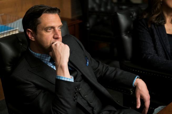 Rafael Barba in una scena della serie TV