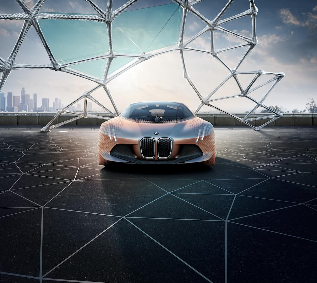 La BMW Vision Next 100 permetterà di passare da una modalità all'altra in un attimo: dovrete semplicemente premere il logo BMW sul volante per passare dalla modalità Ease alla modalità Boost.