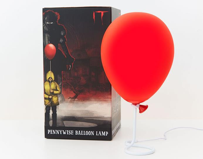 La confezione della lampada ispirata al palloncino rosso
