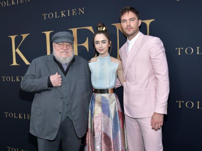 George R.R. Martin, Lily Collins e Nicholas Hoult alla prima di Tolkien