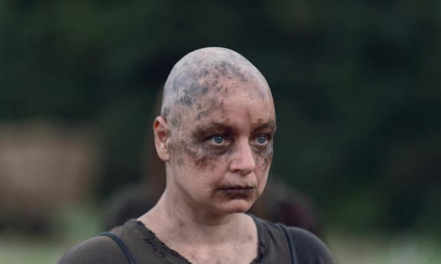Alpha in una scena di The Walking Dead 9