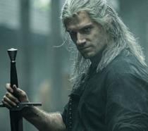 Henry Cavill in una scena di The Witcher