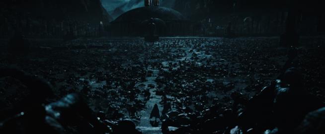 L'androide David vive tra le rovine morte di una città