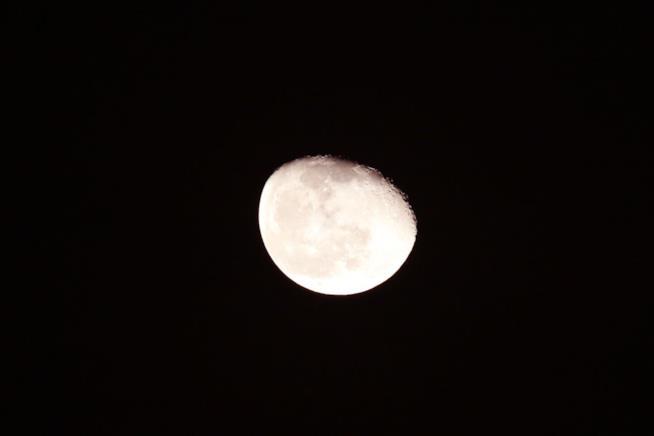 La Cina sta sviluppando una luna artificiale