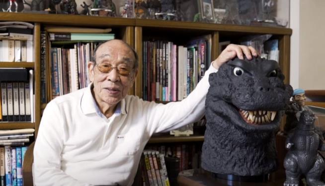 Haruo Nakajima e una replica della testa di Godzilla