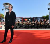 Jude Law sul red carpet di The New Pope