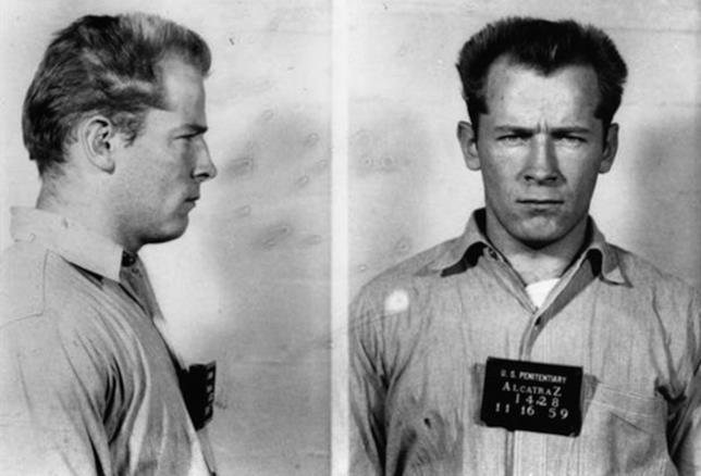 """Una foto segnaletica di """"Whitey"""" Bulger nel 1959"""