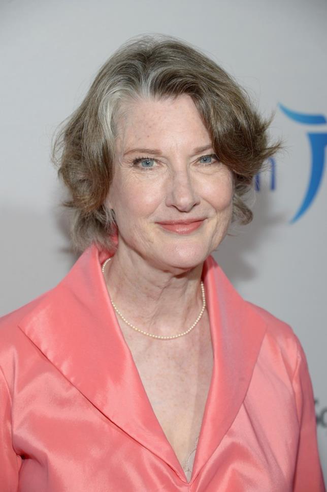 Annette O'Toole vestita di rosa