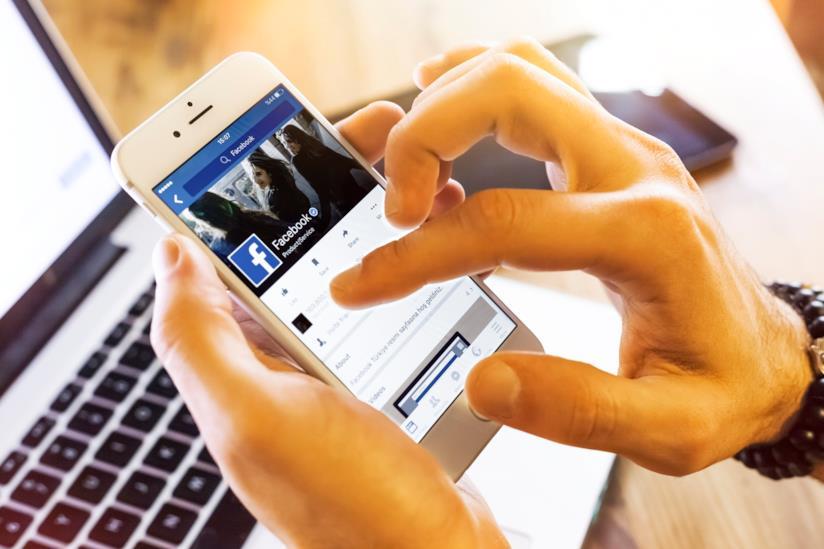 Facebook in uso da smartphone