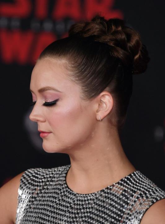 Star Wars: Gli Ultimi Jedi, un dettaglio del look di Billie Lourd