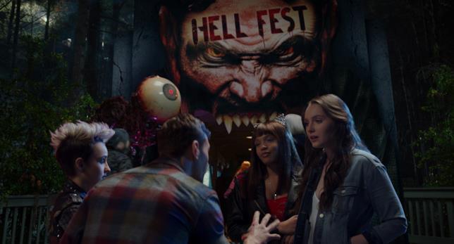 In primo piano una scena di Hell Fest