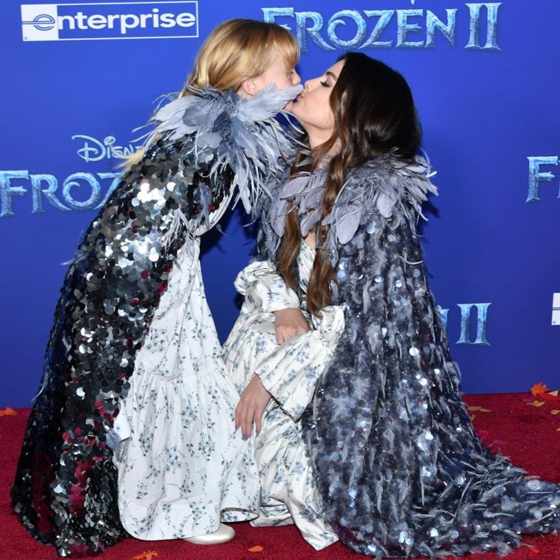 Gracie Teefey e Selena Gomez alla prima di Frozen 2
