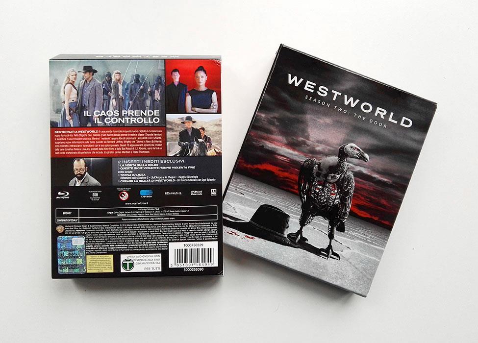 L'avvoltoio e il retro della confezione Blu-ray di Westworld 2.
