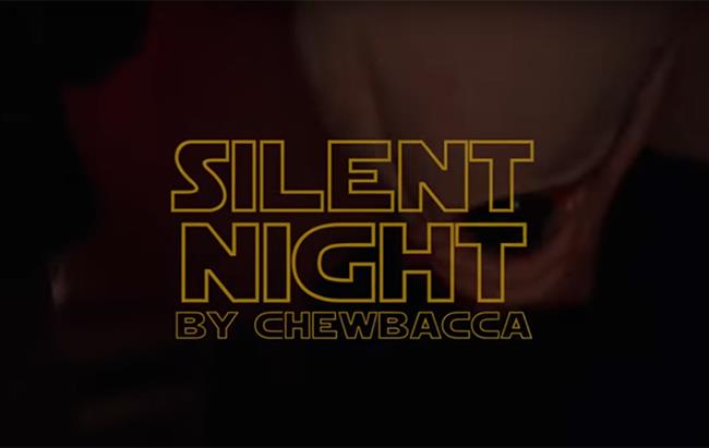 Chewbacca canta Silent Night