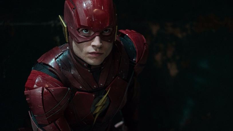Ezra Miller impegnato nell'interpretazione di Flash