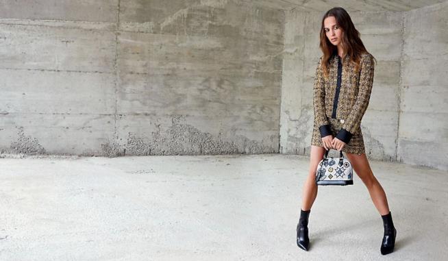 Alicia Vikander in un'immagine di campagna di Louis Vuitton