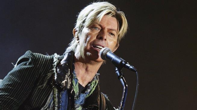 David Bowie sul palco durante una delle ultime esibizioni