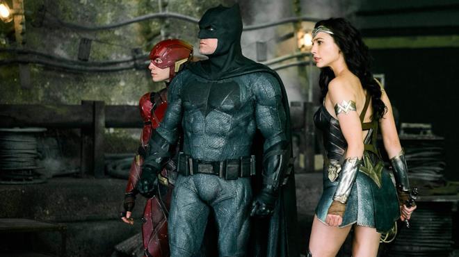 Gli eroi di Justice League in una scena del film