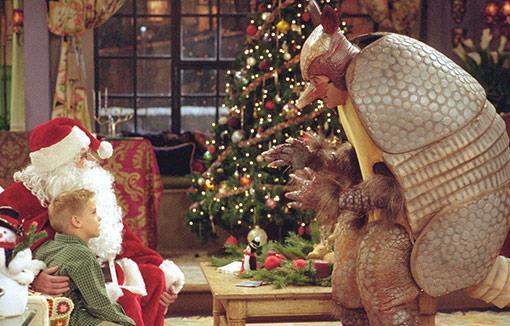 Ross si traveste da armadillo natalizio per insegnare al figlio il significato di Hanukkah