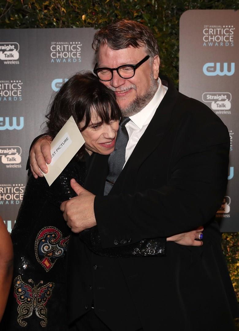 Guillermo del Toro e Sally Hawkins abbracciati