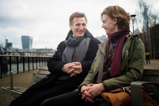 Liam Neeson durante le riprese di Love Actually 2