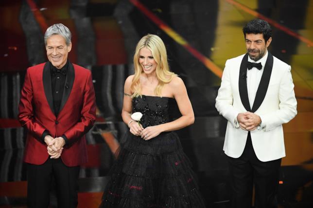 Claudio Baglioni, Michelle Hunziker e Pierfrancesco Favino nell'ultima serata di Sanremo