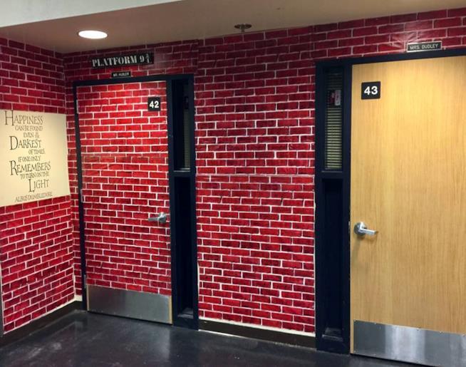 Il Binario 9 e 3/4 segna l'ingresso alla classe a tema Harry Potter
