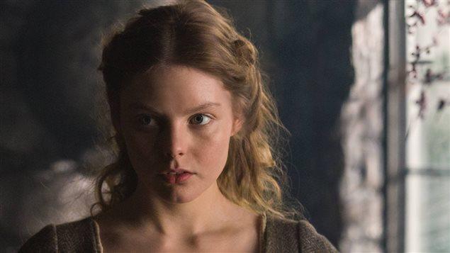 Nell Hudson è Laoghaire Mackenzie in Outlander