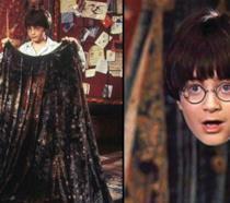 Harry Potter mentre indossa il mantello dell'invisibilità