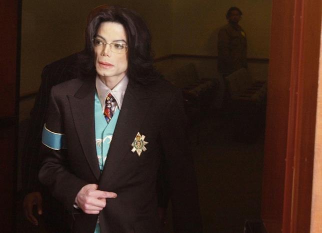 La popstar Michael Jackson durante il suo ultimo processo